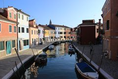 Kanal in Burano lizenzfreies stockbild