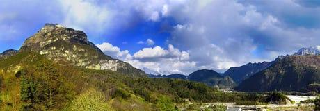 Kanal del Eisen- Moggio udinese Italien Stockfotos