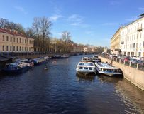 Kanal in der Stadt Lizenzfreies Stockfoto