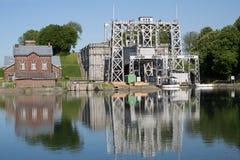 Kanal du Centrera - Thieu arkivfoto