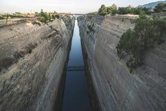 Kanal för passagen av skyttlar i Corinth Royaltyfria Foton