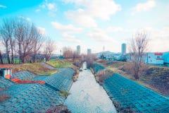 Kanal för stadsvatten royaltyfri fotografi