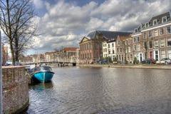 kanal holland leiden Royaltyfri Fotografi