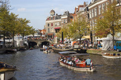 kanal holland leiden Arkivfoto