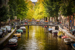 Kanal i Amsterdam Arkivfoto