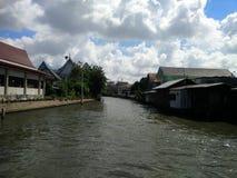 Kanal i Bangkok Arkivfoto
