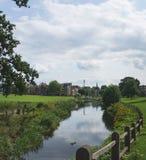 Kanal i en holländsk stad royaltyfria foton