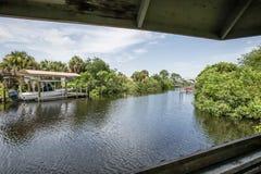 Kanal i en Residental gemenskap royaltyfri fotografi