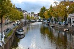 Kanal i Leiden Royaltyfria Bilder