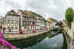 Kanal i lilla Venedig i Colmar, Frankrike Arkivfoton