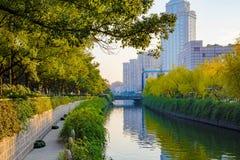 Kanal i Ningbo Kina Arkivfoto