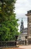 Kanal i parkera runt om byggnaden av det Dresden gallerit Royaltyfri Foto