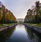 Kanal i Peterhof Royaltyfri Foto