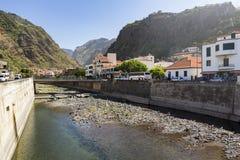 Kanal i Ribeira Brava arkivfoton
