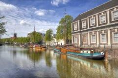 Kanal i Schiedam, Holland arkivbilder