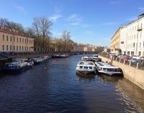 Kanal i staden Royaltyfri Foto
