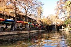 Kanal i stadslandskap Arkivbild