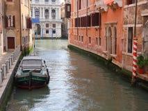 Kanal i Venedig, Italien arkivbild