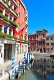 Kanal i Venedig Italien arkivbilder