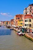Kanal i Venedig Italien arkivfoto