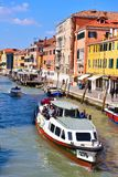 Kanal i Venedig Italien arkivbild