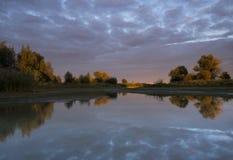 Kanal im Floodplain des Merwede-Flusses Stockbild