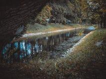 Kanal im Park stockfoto