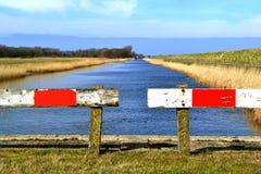 Kanal im Winter. Stockbilder