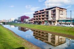 Kanal Laussat in der Mitte von Cayennepfeffer stockbilder