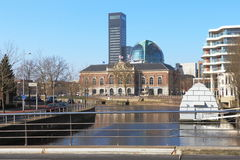 Kanal in Leeuwarden, die Niederlande Lizenzfreie Stockfotografie