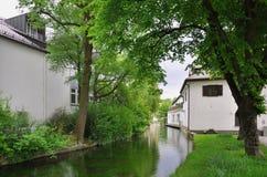 Kanal med huset arkivbilder