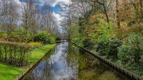Kanal med naturlig siktsbakgrund royaltyfri foto