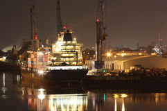 Kanal nachts lizenzfreies stockfoto
