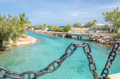 Kanal nahe der Curaçao-Seeaquarium-Eingang und Delphin-Akademie Stockfotografie
