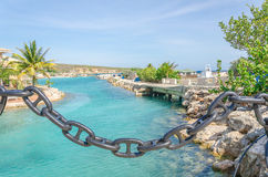 Kanal nahe der Curaçao-Seeaquarium-Eingang und Delphin-Akademie Stockfotos