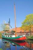 Kanal in Norddeutschland lizenzfreie stockfotografie