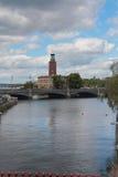 Kanal och bro Stockholm Sverige Royaltyfri Bild