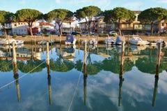 Kanal och fartyg i Grado, Italien Royaltyfria Bilder