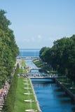 Kanal in Peterhof, St'Petersburg, Russland Stockbilder