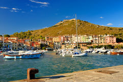 Kanal in Porto Ercole lizenzfreie stockfotos