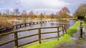 Kanal-Regenbogen-Landschaft in England Stockbild