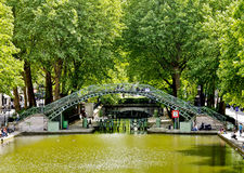 Kanal Saint-Martin, Paris lizenzfreie stockfotos