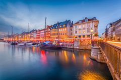 Kanal-Skyline Kopenhagens, Dänemark lizenzfreie stockfotos
