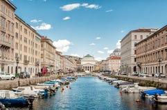 Kanal som är stor i Trieste Arkivbild