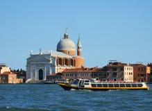Kanal som är stor i Venedig Italien royaltyfri bild