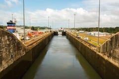 kanal som går ut från den panama shipen royaltyfria foton
