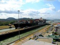kanal som går ut från den panama shipen royaltyfri fotografi