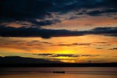 Kanal am Sonnenuntergang lizenzfreie stockfotografie