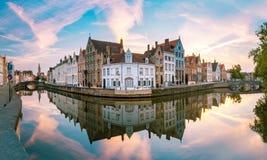 Kanal Spiegelrei, Bruges, Belgien arkivbilder