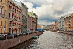 Kanal in St Petersburg Lizenzfreie Stockbilder